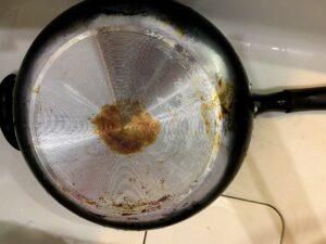 フライパン底の焼きコゲ