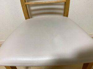 ウタマロクリーナーで椅子の黒ずみ汚れを掃除