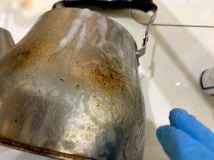 ダイソーの重曹ペーストでやかんの焦げ付きを除去